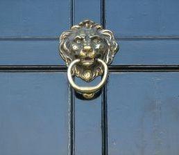 570080_black_door