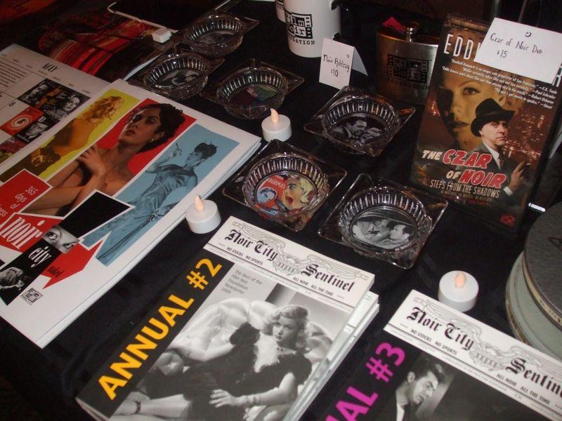 Noir merchandise-1